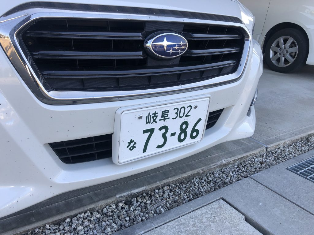 ナンバープレート盗難防止ボルト装着車