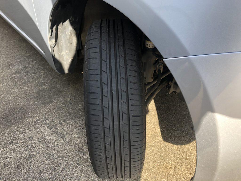 ステアリングを回して、タイヤ内側の状態も確認しよう