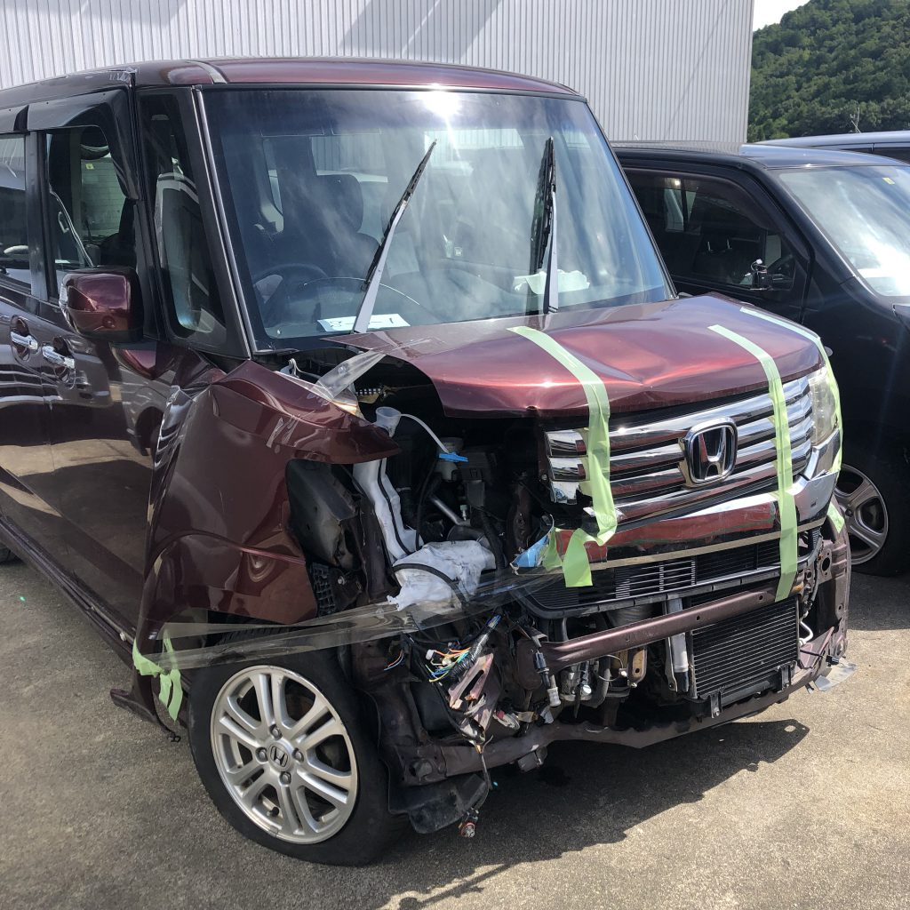 SRSエアバックも作動してしまった全損の事故車(ホンダ:N-BOX_JF1)