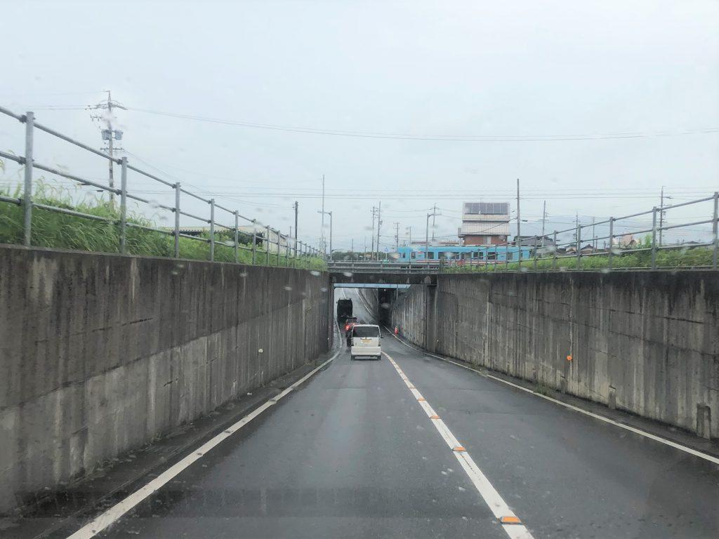 線路の下に道路を通した、アンダーパス