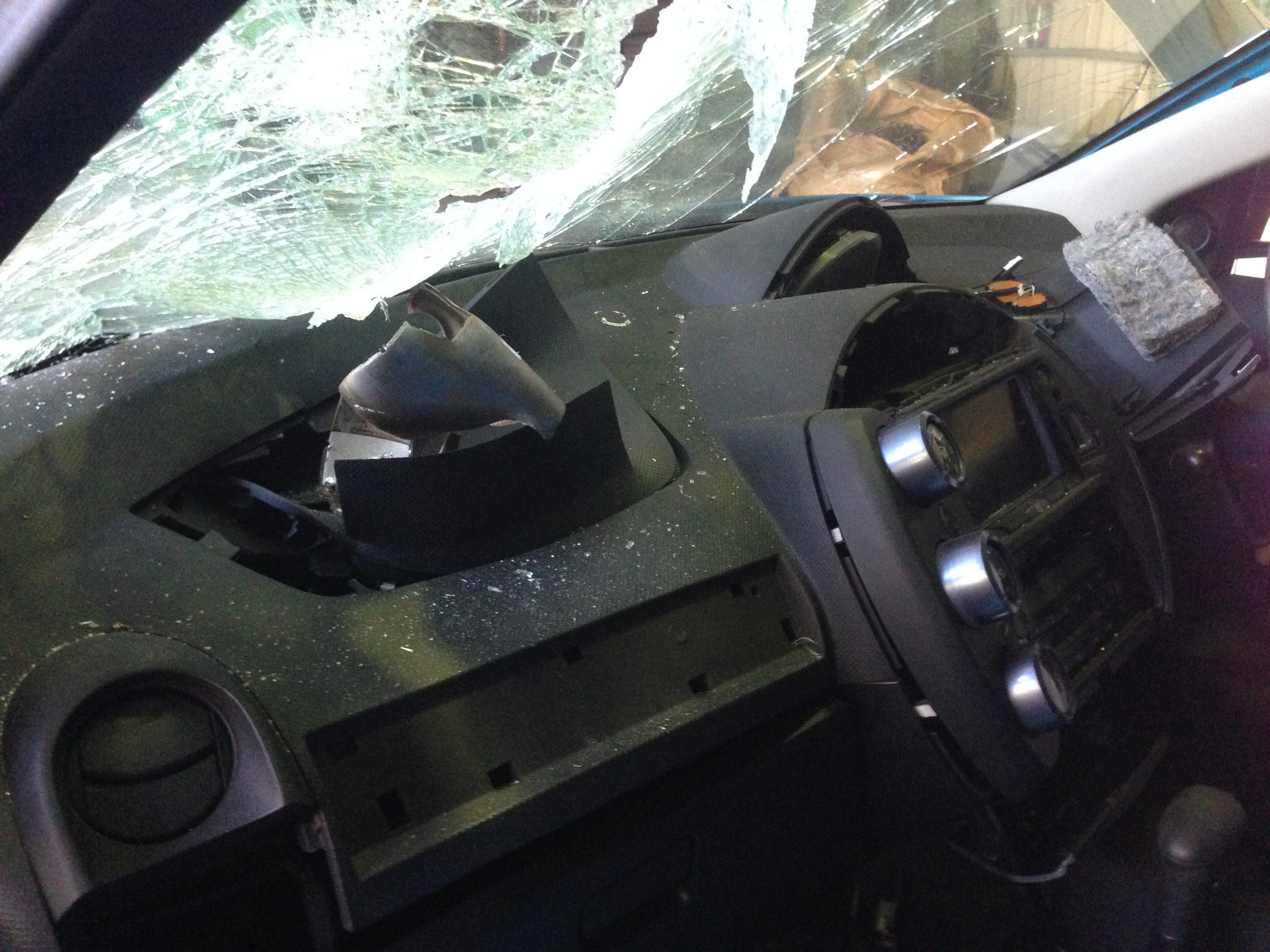 実際に暴発したエアバック搭載トヨタ車のダッシュボードの様子