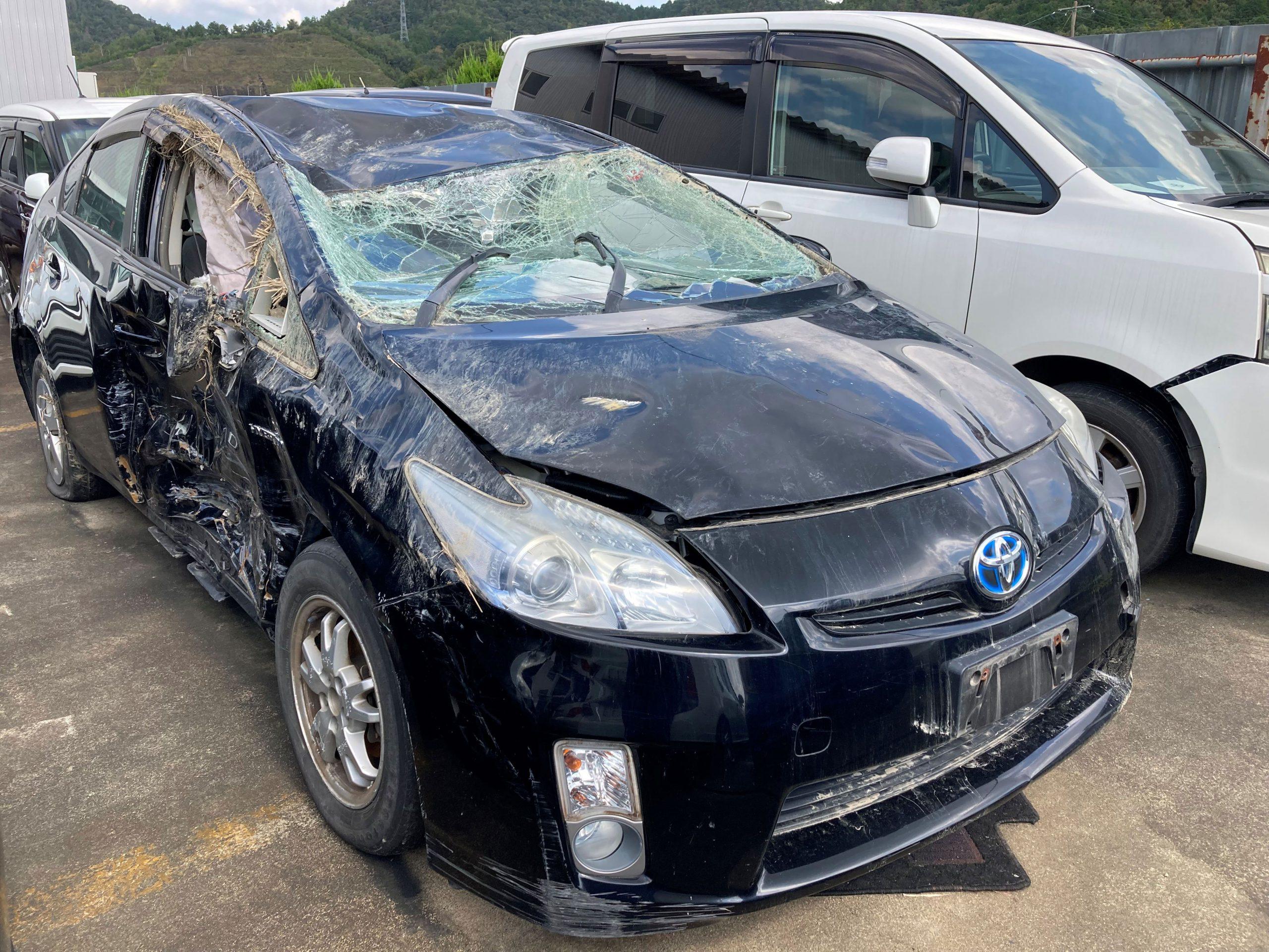 横転事故なのでサイドフレームには大きな損傷が無い車